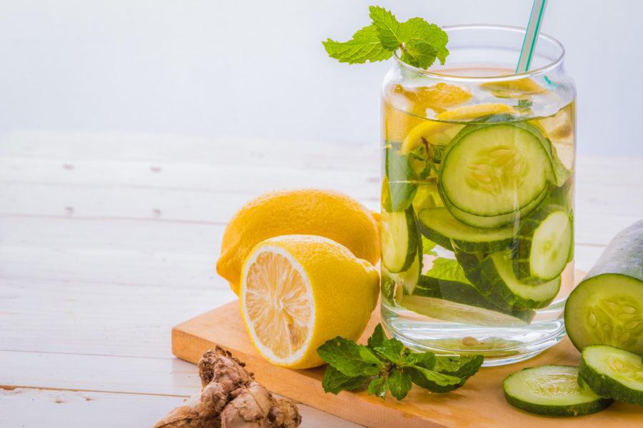 Água aromatizada sabor pepino e limão